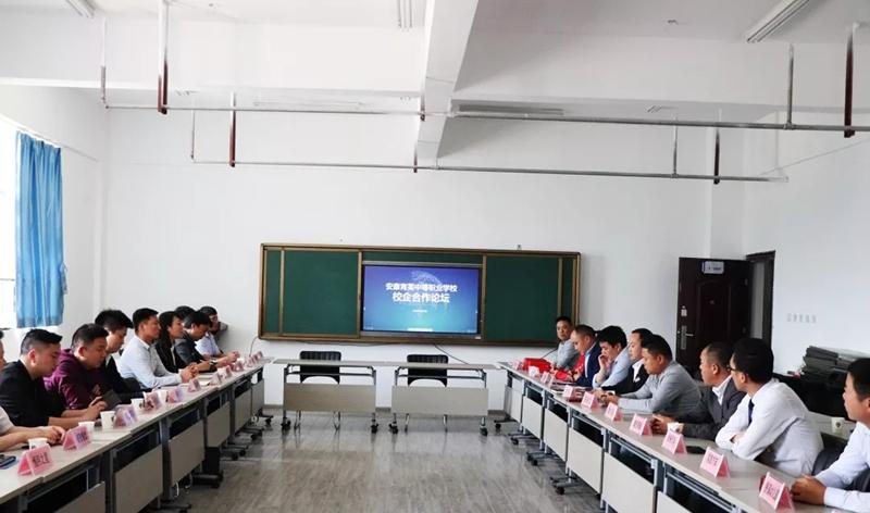 易捷网络公司与育英中等职业技术学校达成校企战略合作,共建双创育人平台!